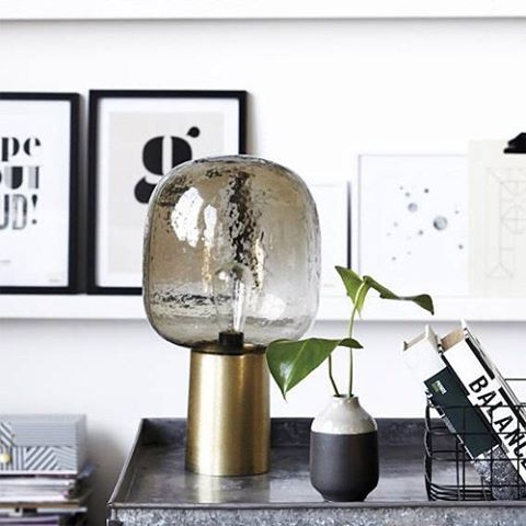 Back in stock! De House Doctor Note lamp maakt je woonkamer een stuk gezelliger met zijn prachtige sfeerverlichting #decor #design #decoratie #decoration #home #homedeco #homedecor #homeinspo #homeinterior #housedoctor #interior #interieur #inspiratie #interior123 #interior2you #livingandcompany