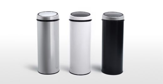 This 50 litre touch-free sensor bin in white, is hygienic and practical.