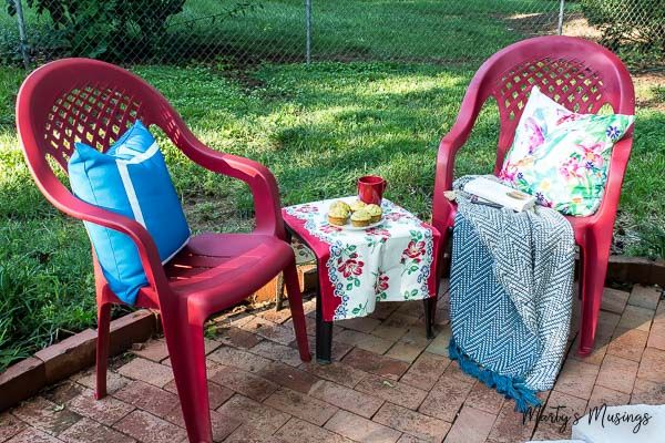 Don't throw away that UGLY outdoor furniture! This easy DIY ANYONE can do shows how to spray paint plastic chairs without spending a lot of money or time!