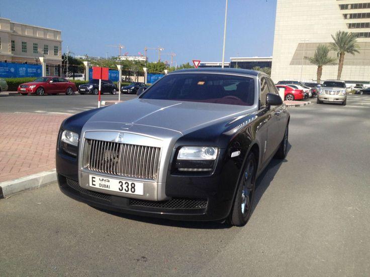 Estacionamento de universidade em Dubai se assemelha a uma exposição de carros de luxo 37