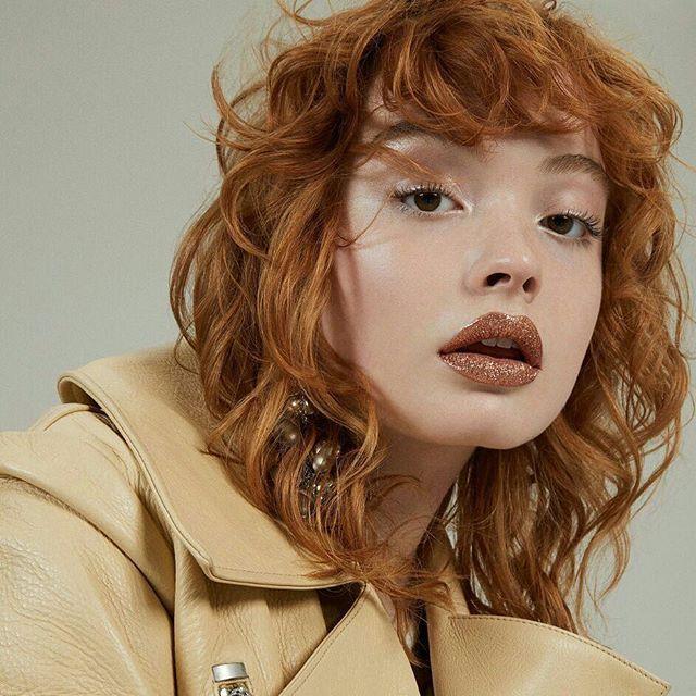 Pat McGrath tidak pernah berhenti hadirkan tren makeup yang adorable. Setelah menggemparkan dunia kecantikan dengan glitter lipsnya di show Fendi tahun lalu kini Pat menghadirkan tren bernuansa coppery nude yang masih menyertakan elemen glitter. Kunjungi www.elle.co.id untuk berita selengkapnya! (Beauty Assistant @karinceatarine) #patmcgrath #makeup #lips #ellebeauty #elleupdates  via ELLE INDONESIA MAGAZINE OFFICIAL INSTAGRAM - Fashion Campaigns  Haute Couture  Advertising  Editorial…