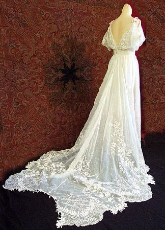 in love with this wedding dress, if it had only been around when I was getting married!