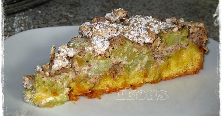 Rhabarberkuchen mit Baiser 1 kg Rhabarber schälen und in kleine Stücke schneiden und beiseite stellen   Für den Teig:   150 g Haselnüss...