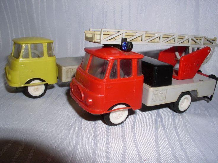 2 Robur Modell Autos Plaste DDR Feuerwehr+Pritsche mit Schwungrad
