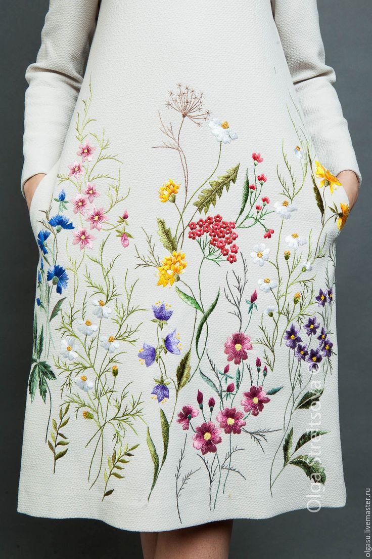"""Купить Вышитое платье """"Цветочная поляна"""" вышивка гладью - белый, цветочный, серое платье, платье"""