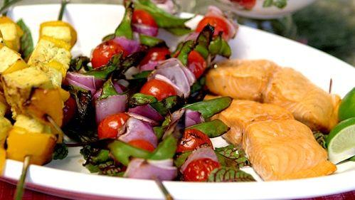 Saumon grillé et salsa de fraises, balsamique et coriandre