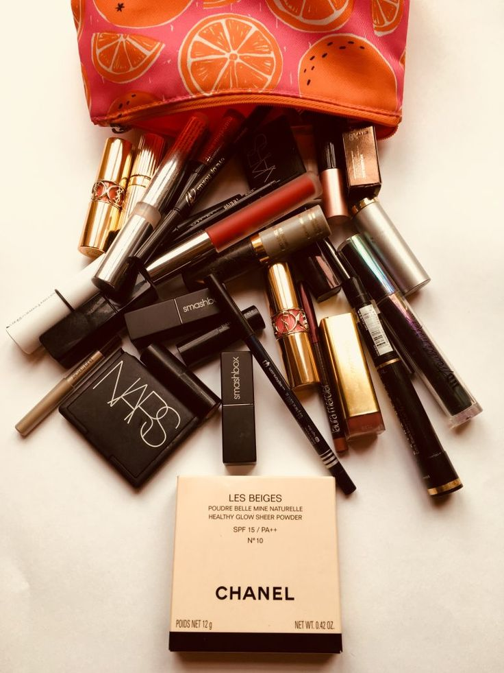 What's inside your make up bag? #makeup #makeuptips #beautyblogger #makeupgeek #makeupbag #chanel #nars #clinique #lauramercier #smashbox