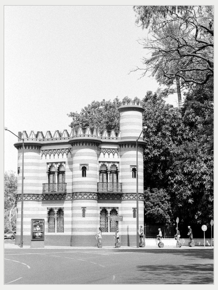 https://flic.kr/p/VHEDeM | Seville on film- Costurero de la reina (Seamstress of the queen) | Nikon F-801 Nikkor 35 -70mm f/3.3-4.5 Ilford HP5 Canon 9000f markII  Seamstress of the queen (El costurero de la reina), 1893 (Seville,Spain,Europe). Architect Juan Talavera y de la Vega. Despite its name, it was actually built for the guard of the gardens of the Duke of Montpensier.
