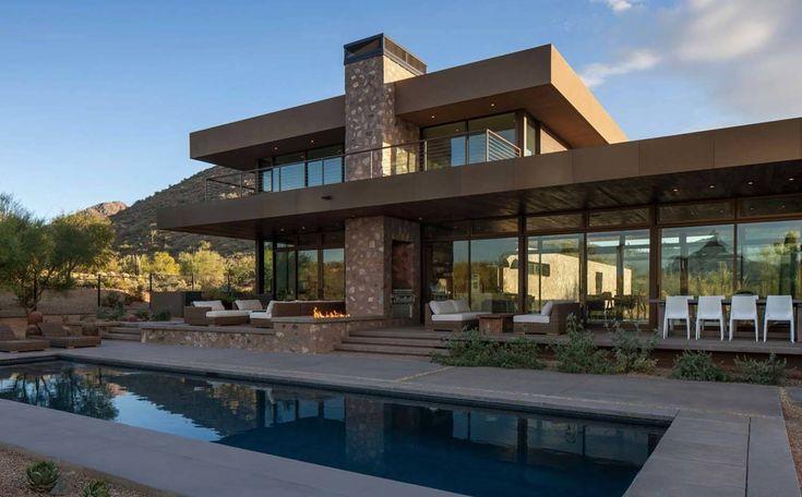 Striking modern residence piercing the deserts of Arizona