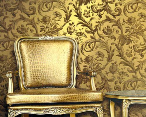 Radiance отфабрики Wallquest – эксклюзивная коллекция дизайнерских обоев, основанная насложном сочетании мотивов классического рисунка ипереливающихся, металлизированных иперламутровых красок. Арабески, завитки, гранатовые узоры, полоски произведены визысканной полной металлического блеска нейтральной гамме. Палитра начинается смягкого белого перламутра, бледного золота иприближается кземлистому, глубокому зеленому нефриту иагату, эффектной металлической бронзе исочному рубину…