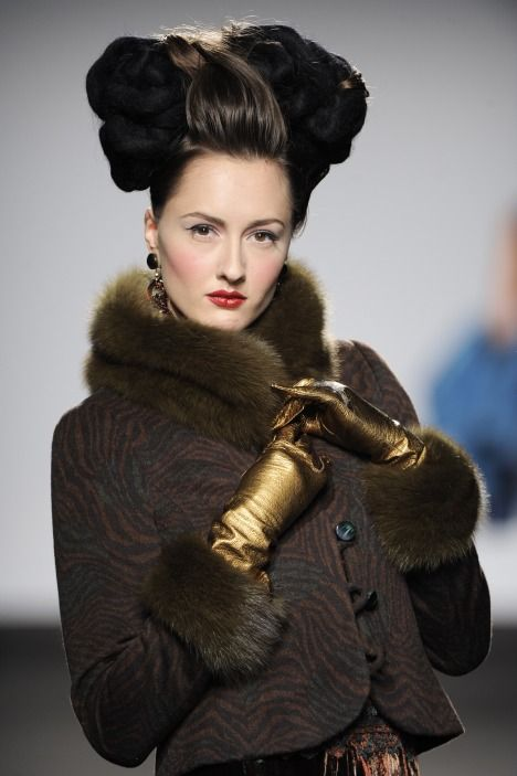 Gold leather metallic gloves! (BB)