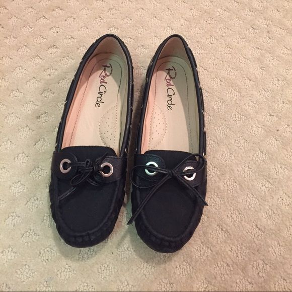 BLACK SPERRIES these are plain black KNOCKOFF SPERRIES. Super comfortable and will go with any outfit, perfect for school, work, or a nice event Sperry Top-Sider Shoes Moccasins