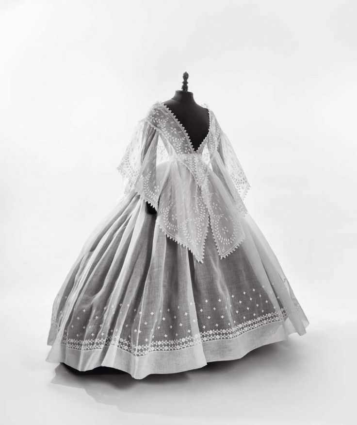 Jupe à crinoline et fichu mantelet, 1865-1870. | Daguerre