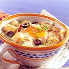 Een heerlijk recept: Warme knoflooksoep met ei en serranoham