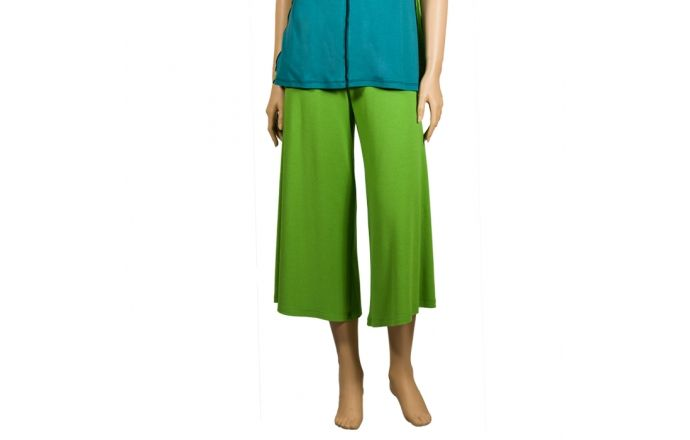 Pantalones pirata verde pistacho. Cómodos y divertidos. #ShopOnLine #DesignInBarcelona #verano2016