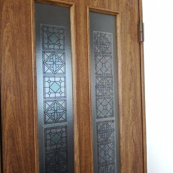 キャンドゥのシールで簡単ステンドグラス風ドアに変身 インテリア