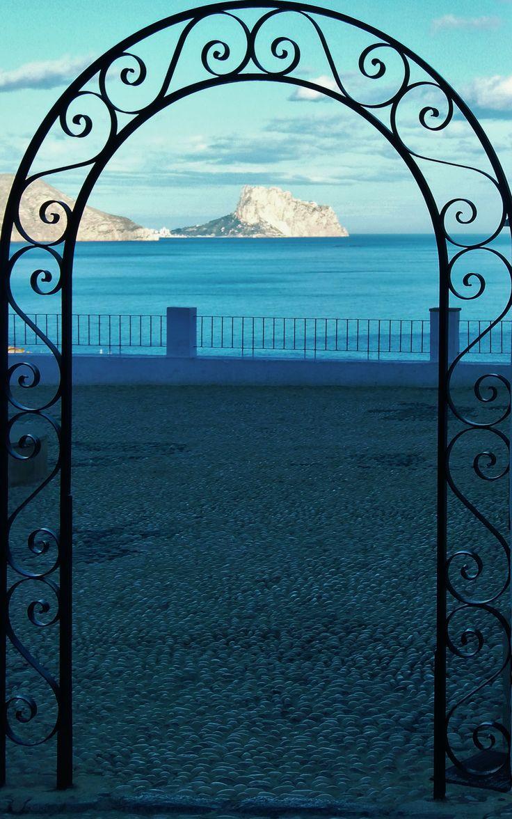 Peñón de Ifach desde Altea la Vella, (Alicante, España).  View of the 'Peñón de Ifach' from Altea (Alicante, Spain). SSB
