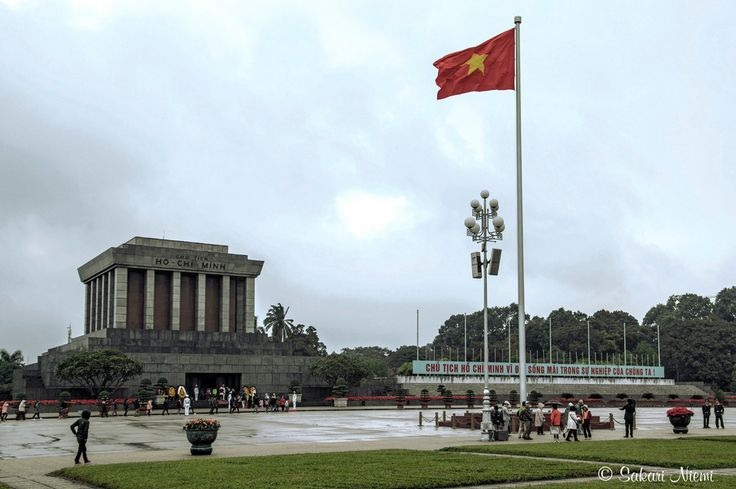 VN_160130 Vietnam_0071 Ho Chi Minhin mausoleumi Hanoissa