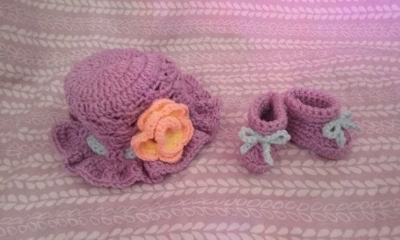 Baby girl Hat and Booties for NEWBORN 0-3 months