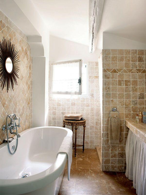 Nice bathroom ...Love the wall