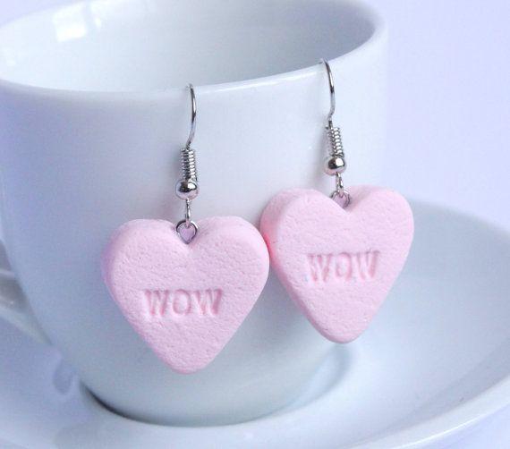 Roze suikergoed hart dangle oorbellen 'wow' door ShinyStuffCreations