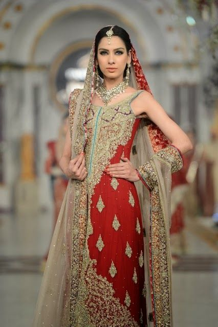 Bridal Couture Week Mehndi Dresses : Mehdi pakistani bridal fashion at pantene couture