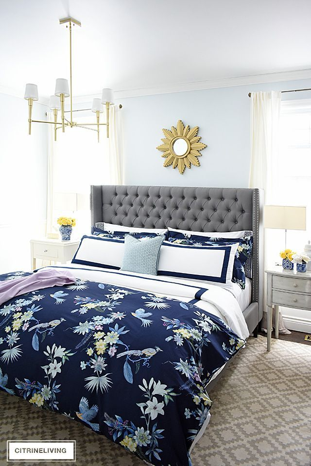 CLASSIC WHITE AND NAVY CHINOISERIE INSPIRED