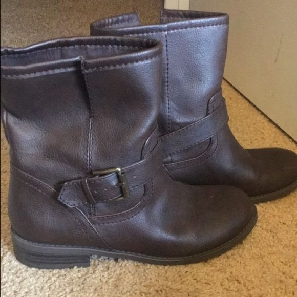 Brown ankle boots Old navy ankle boots, super comfortable and only worn a few times, perfect for any season with a dress or jeans! Open to offers and trades! Old Navy Shoes Ankle Boots & Booties