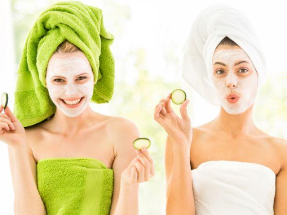 Gesichtsmasken selber machen Viele Frauen haben sie in ihrem Schrank - Gesichtsmasken. Wie schnell man sie selber machen kann, welche Zutaten man dafür benötigt und was sie bewirken, zeigt die nachfolgende Galerie.