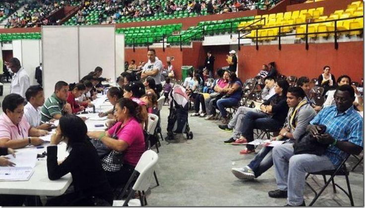 Abogados piden figura jurídica para legalizar a extranjeros de Crisol de Razas en Panamá http://www.inmigrantesenpanama.com/2015/05/20/abogados-piden-figura-juridica-para-legalizar-a-extranjeros-de-crisol-de-razas-en-panama/