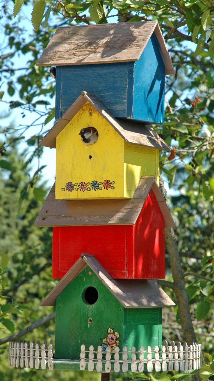 BIRD HOUSE – birdhouse condo complex, great idea for lots of birdhouses.
