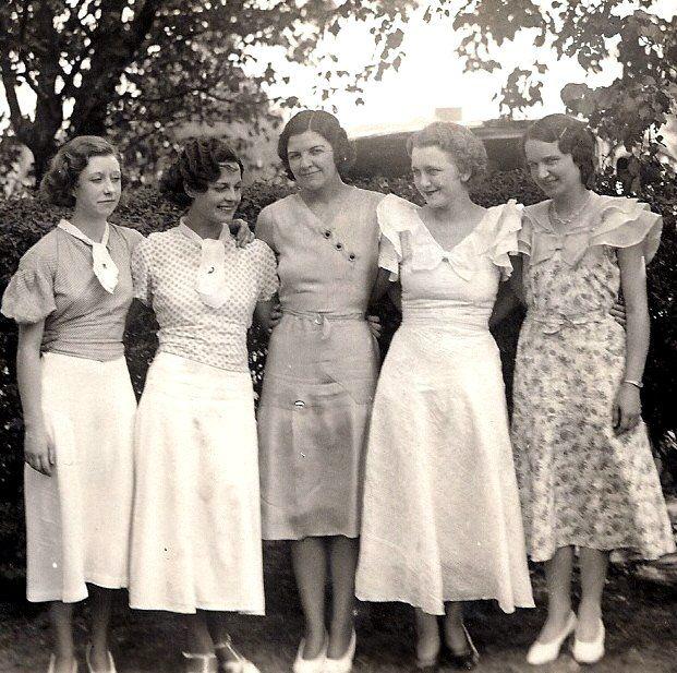 Five stylish ladies, 1930s. #vintage #1930s #fashion