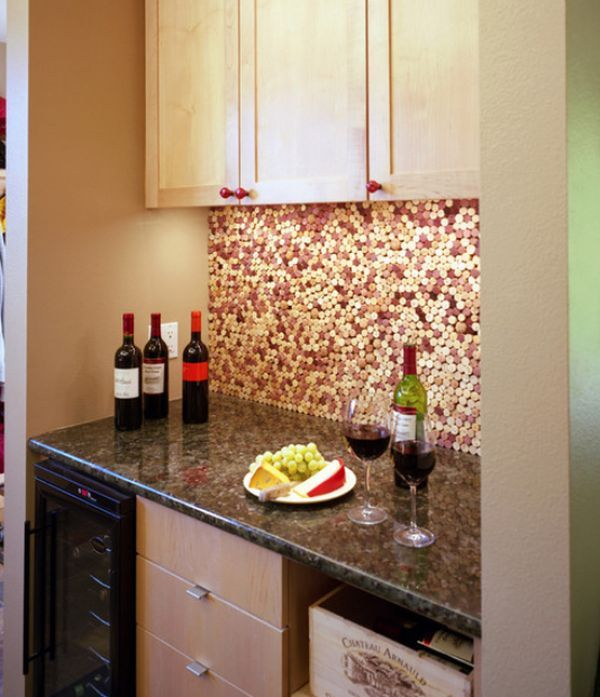 Recentemente mostramos maneiras para o reaproveitamento de garrafas de vidro na decoração da casa. Mas e as rolhas? As rolhas de cortiça são um produto 100
