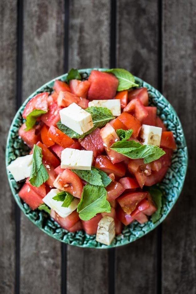 Delicious Healthy Salad Recipe | 12 Fresh Tomato Recipes To Enjoy The Most From Your Harvest, check it out at http://pioneersettler.com/fresh-tomato-recipes/