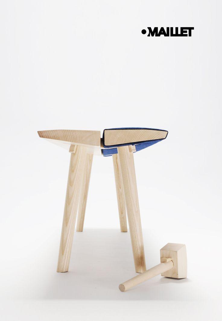 « Omaillet » est un banc, constitué uniquement d'éléments assemblés à l'aide d'un maillet.  Deux plateaux d'assise en bois, dont l'un est recouvert de tissus, sont assemblés par des traverses en queue d'aronde. Quatre pieds traversent l'ensemble jusqu'à fleur de l'assise et sont bloqués à l'aide de clavettes enfoncées à l'aide d'un maillet.  À la fois aérien, stable et robuste, ce banc a été réalisé avec l'aide de l'ébéniste Jérémy Tisserand.
