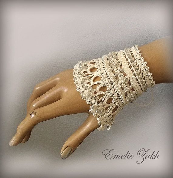 Free shipping.Wedding Jewelry.Beige  beaded cuff - bracelet  and earrings with beaded flowers and beige  crochet lace.