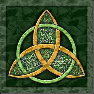 TALISMÁN CELTA. La triqueta o triquetra, tiene una antigüedad de más de 5.500 años, es la representación de la parte femenina del universo y de las tres fuerzas de la naturaleza tierra, agua y aire. Además representa a la divinidad mujer en sus tres facetas unísonas de doncella, madre y anciana. Así mismo la triqueta representa la vida, la muerte y el renacimiento.