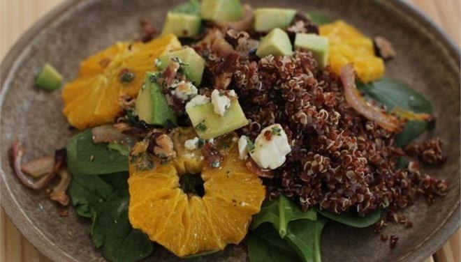 Σαλάτα με σπανάκι, αβοκάντο, πορτοκάλι, καραμελωμένα κρεμμύδια και φρέσκο ανθότυρο - Τι θα φάμε σημερα - Τα Νέα Οnline