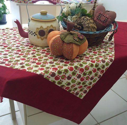 Por que fazer o canto mitrado? Olha essa toalha de mesa! Está chegando o Curso Começar do Zero da Duna. Entre em nossa lista de espera e ganhe aulas gratuitas: http://www.dunaatelier.com.br/patchwork