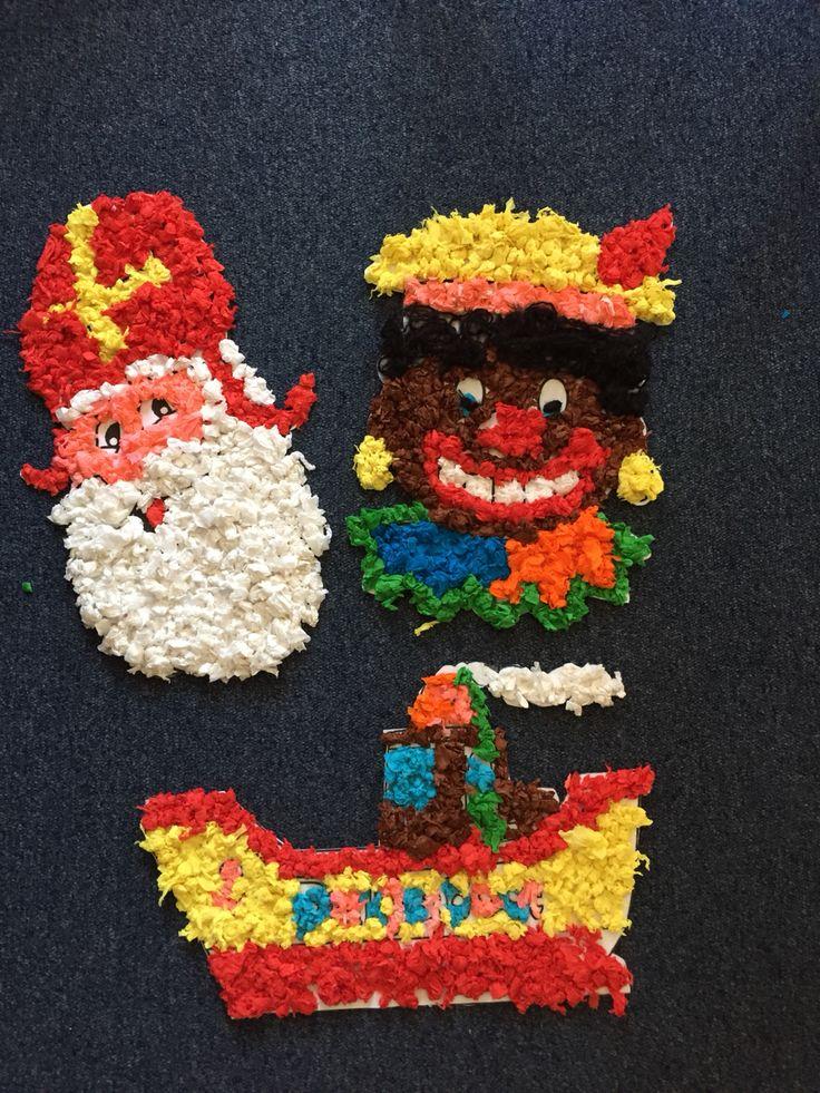 Raamversiering voor de Sint |Groepsopdracht |samenwerken | Sinterklaas | zwarte piet | pakjesboot | crêpe papier | groep 4 | basisschool | knutselen |