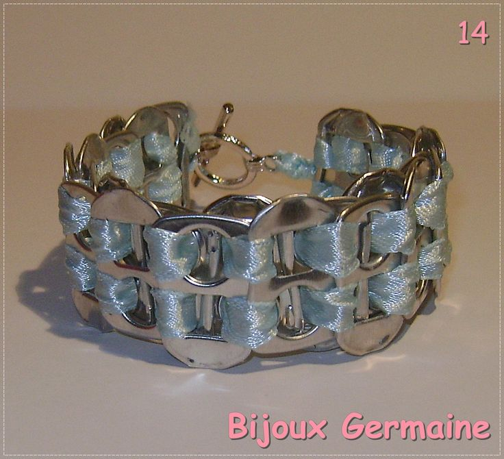 Armband van bliklipjes (lipjes van blikjes frisdrank).  €5,- per stuk excl…
