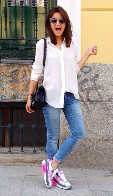 sports shoes fdaa3 20c14 Confy and casual look with jeans and Nike Air Max 90 sneakers . ...