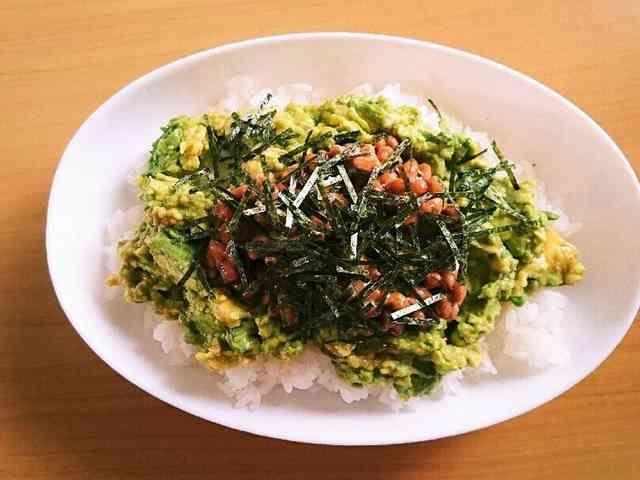 簡単1人ランチ☆アボカド納豆丼の画像