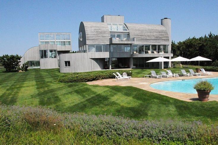 Cette magnifique maison contemporaine au toit cintré est à vendre dans les Hamptons, Usa,  #construiretendance