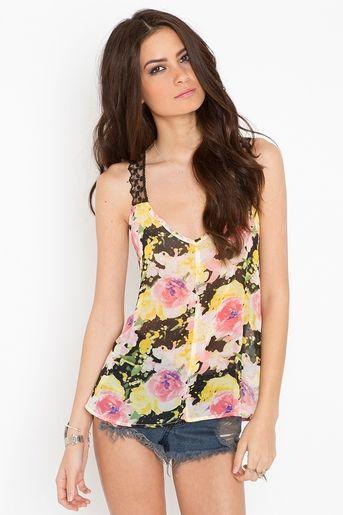 Blusa de tirantes con estampado de flores ¡luce bonita todo el tiempo! :)