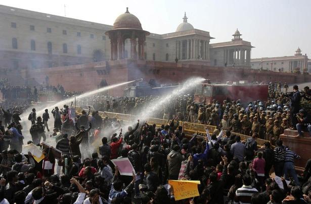 Rape protesters clash with police in heart of New Delhi #India
