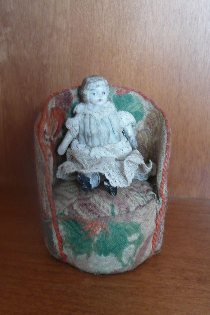 Poltrona antica per la vostra bambolina. 8,5 cm. 24,00 Euro https://www.etsy.com/it/listing/175851700/bambola-heubach-koppelsdorf-250-testa?ref=shop_home_active_18