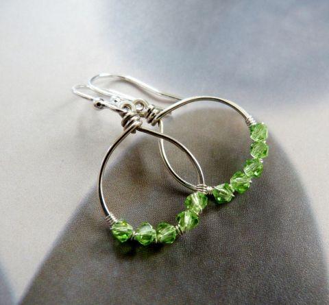 Ezüst hurok fülbevaló zöld kristályokkal, Ékszer, óra, Fülbevaló, Meska