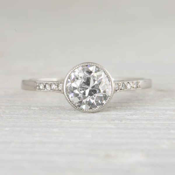 Bezel set engagement ring – Simple or Detailed?