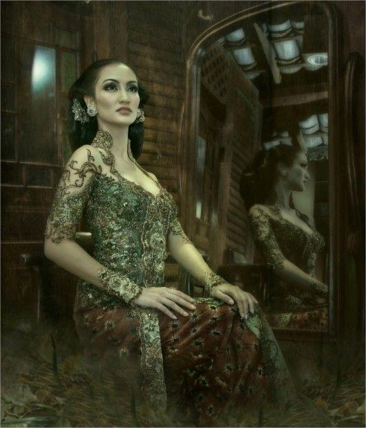 Kebaya Modern by Anne Avantie , Indonesia